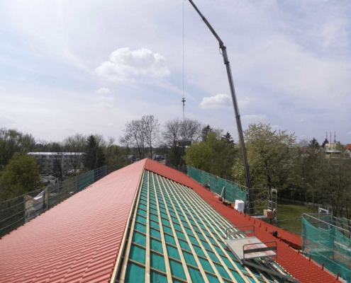 Großformatige Betonpfannen mit weitem Schiebebereich, ideal für Alt- und Neubau
